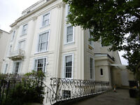 *NO AGENCY FEES TO TENANTS* Beautifully presented, modern top floor apartment available in Clifton.