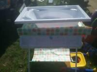 Fodding baby bath table