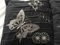 Black pillow case set