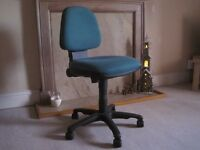 GREEN PADDED OFFICE CHAIR