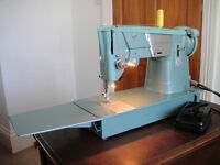 Singer 327K Semi-Industrial Heavy Duty Sewing Machine - SEWS LEATHER - Excellent Condition