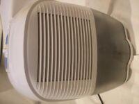 DeLonghi DEM 10 Compact Dehumidifier 10L/24Hrs Can meet in dyce, new deer or ellon