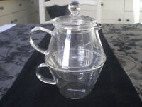 Lovely modern glass tea pot and cup with filter, Bredemeijer 'tea for one' unused