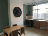 3 bedroom flat in Stoneygate Road, Leicester, LE2 (3 bed) (#942761)