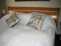 Super Kingsize double bed vgc