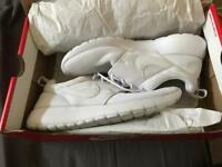 Woman's Nike roshes size 5.5