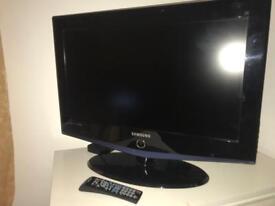 "TV SAMSUNG 32"" + remote"