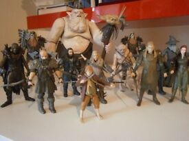 15 HOBBIT AND LORD OF THE RINGS FIGURES