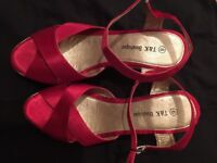 NEW wedges size 6 red