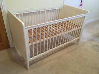 Mamas & Papas Baby cot / Toddler bed incl mattress