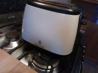 Toaster -4 slice defrost option in cream by Russell Hobbs (excellent condition)