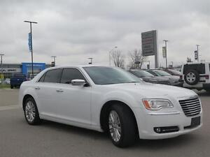 2014 Chrysler 300C AWD! V8! Leather! Sunroof! Luxury! London Ontario image 3