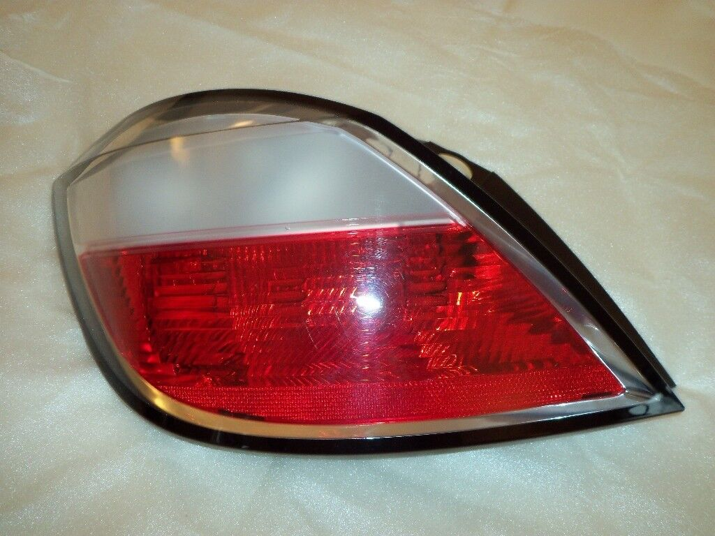 REAR LENS PASSENGER SIDE FOR A VAUXHALL ASTRA ( 04 ONWARDS )