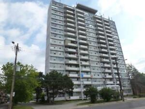 BRIGHT, SPACIOUS 1 BDRM APT FOR RENT IN HIGHRISE! AVAILABLE NOW!