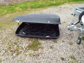 Halfords 420Ltr Roof box with new bars.