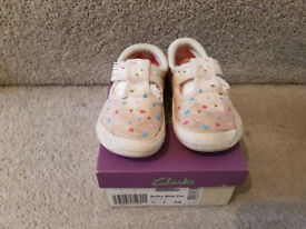 Clarks Briley Bow Cotton Shoes Size 51/2 F in box