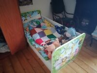 Toddler bed with jungle design
