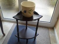 Table stand including ceramic indoor plant pot