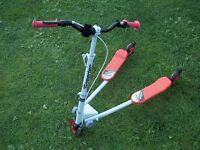 3 wheel scooter white / red