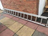 Aluminium double extendable ladders