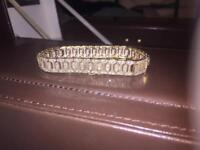 Stunning 9ct gold set with 1 carat of diamonds articulated bracelet