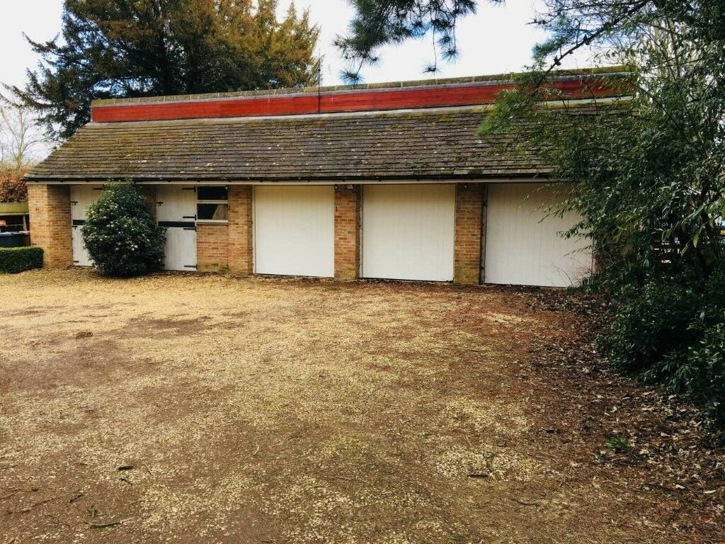 Fantastic Garage Unit Available For Storage Peterborough Pe2