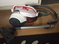 HOOVER SMART BAGLESS CYLINDER VACUUM CLEANER. NEW CONDITION.