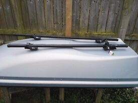 Halfords 470l roof box with bars and keys