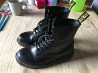 BLACK DOC MARTENS UK 4