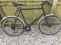 Dawes men's bike - 24 inch wheels, 12 gears. Solid, needs attention. Black