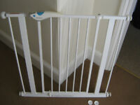 Lindam Stair Gate, Easy Fit Plus, 2 gates, up and downstairs, incl. fitting cups
