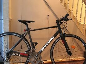 Btwin 540 Flat bar hybrid road bike Tiagra Gearset Carbon Fork
