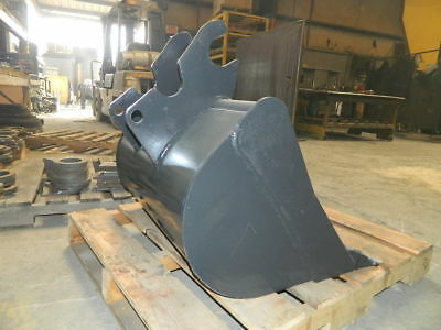 30 Smooth Lip Excavator Bucket Fits Kubota 121 Pin On
