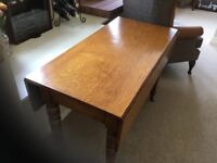 Charming Oak dining table - seat 4-6 people