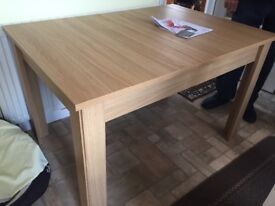 Dining table and chairs Light Oak As Nee