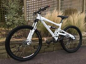 Diamondback Downhill Bike, HIGH SPEC, MANITOU, DEORE