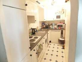 2 bedroom flat in Comer Crescent, Southall