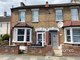 Large Double ROOM to rent in a house-share in Enfield, EN3.