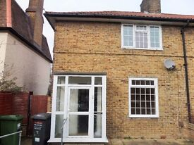 SPACIOUS THREE BEDROOM HOUSE IN BROMLEY ** CLOSE TO GROVE PARK STATION **