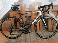 Giant Defy 1 - 2015 Road Bike - Excellent Condition - Plus Extras