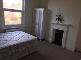 Double room available immediately ! Only 140 p/w all bills included.