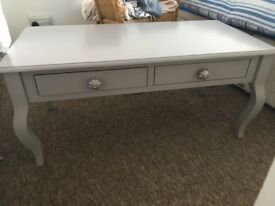 pale grey console and coffee tables like new