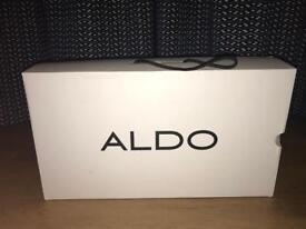 Elinna Aldo knee Length booth