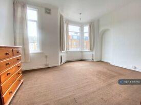 3 bedroom house in Kensington Avenue, London, E12 (3 bed) (#1141760)