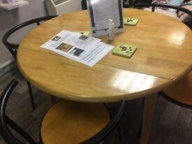 Circular extendable wooden table