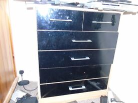 Wooden and high gloss black chest of drawers