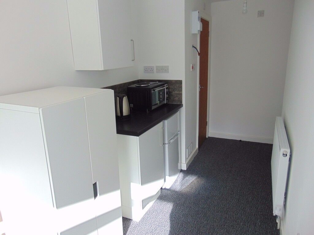 Studio flat in Kenley