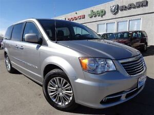 2016 Chrysler Town & Country Touring-L--LOW Kilometers--High riv