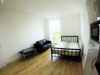 Studio flat to rent in Hendon Brent Cross