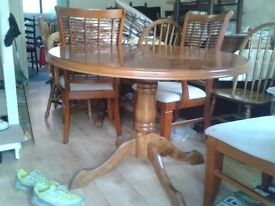 Round dining table, solid oak leg, leg split, suitable for garage use